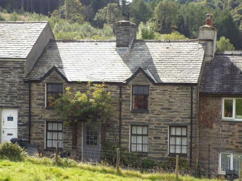 3 Bedrooms Terraced House for sale in High Street, Dolwyddelan, Betws Y Coed