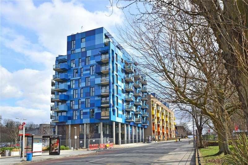 3 Bedrooms Flat for sale in Kestrel House, Parkside Avenue, Greenwich, London, SE10