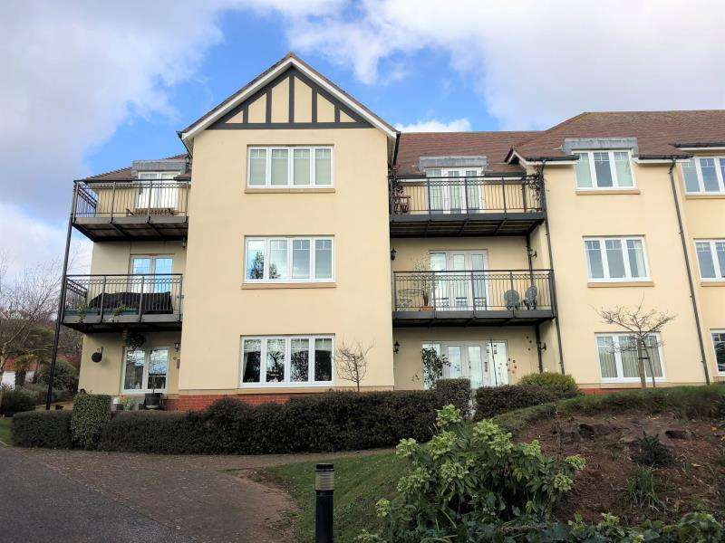 2 Bedrooms Apartment Flat for sale in Benares Court, Minehead