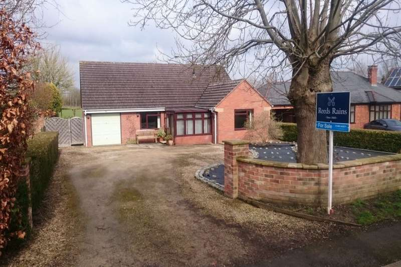 3 Bedrooms Detached Bungalow for sale in Cheltenham Road, Sedgeberrow, Evesham, WR11