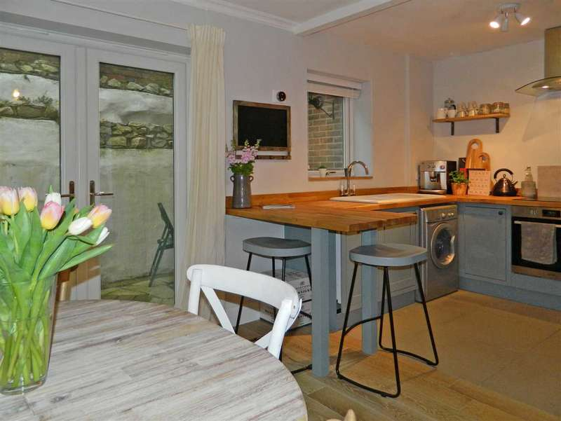 2 Bedrooms House for sale in The Coach House, June Lane, Midhurst