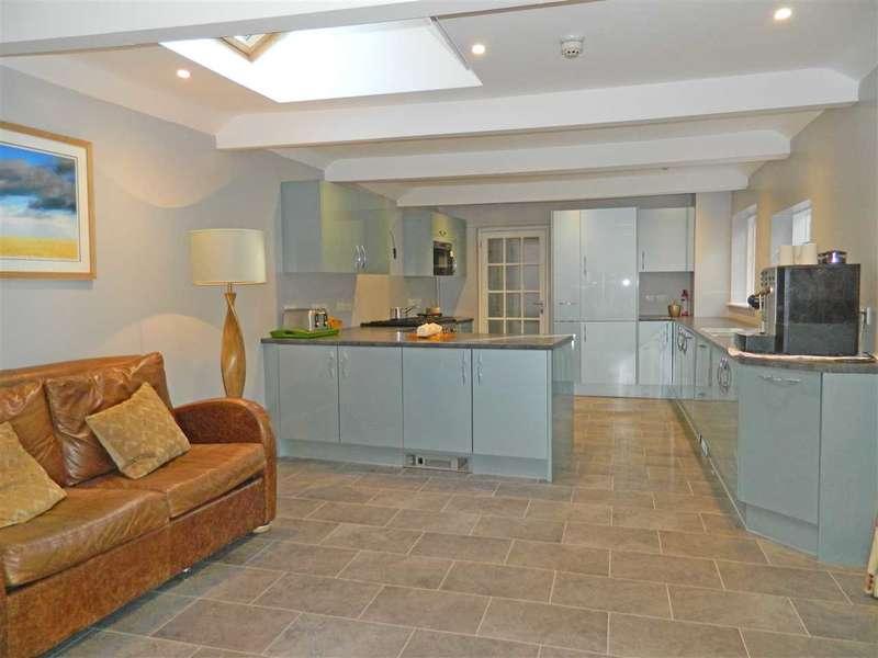 4 Bedrooms Property for sale in West Street, Midhurst, West Sussex, GU29