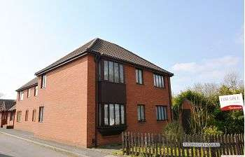 2 Bedrooms Flat for sale in Richmond Court, Wellington, Telford, TF1 3BZ