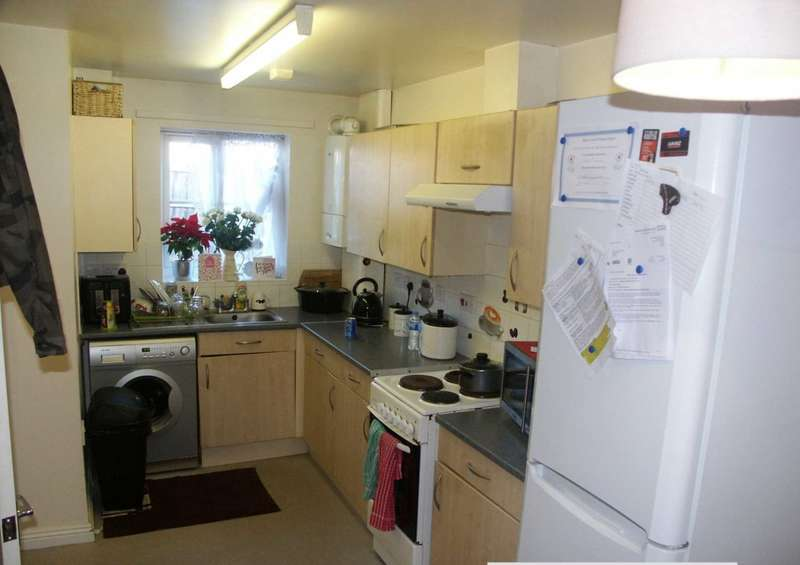 2 Bedrooms Terraced House for rent in Jarman Way, Chard