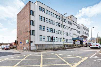 2 Bedrooms Flat for sale in Hulbert Road, Waterlooville, Hampshire