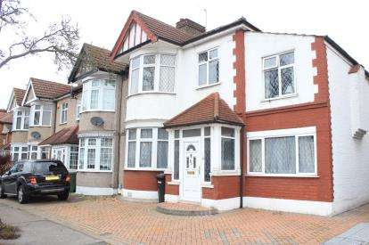 4 Bedrooms Semi Detached House for sale in Barkingside, Essex
