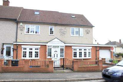 7 Bedrooms Semi Detached House for sale in Hainault, Essex