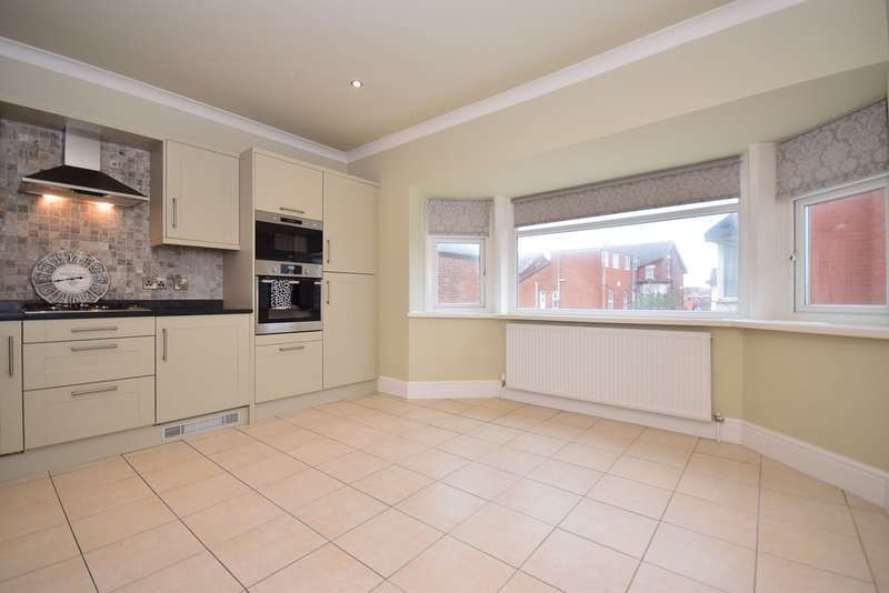2 Bedrooms Apartment Flat for sale in 230 Clifton Drive South, Lytham St. Annes, FY8