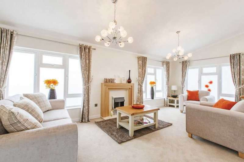 2 Bedrooms Bungalow for sale in Thorney Bay Road, Essex