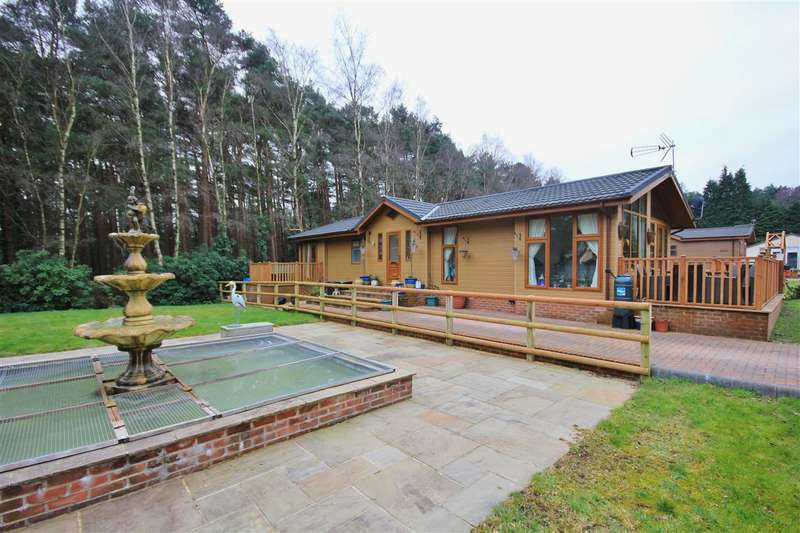 3 Bedrooms Bungalow for sale in Avon Forest Lodges, Hurn Road, Ringwood