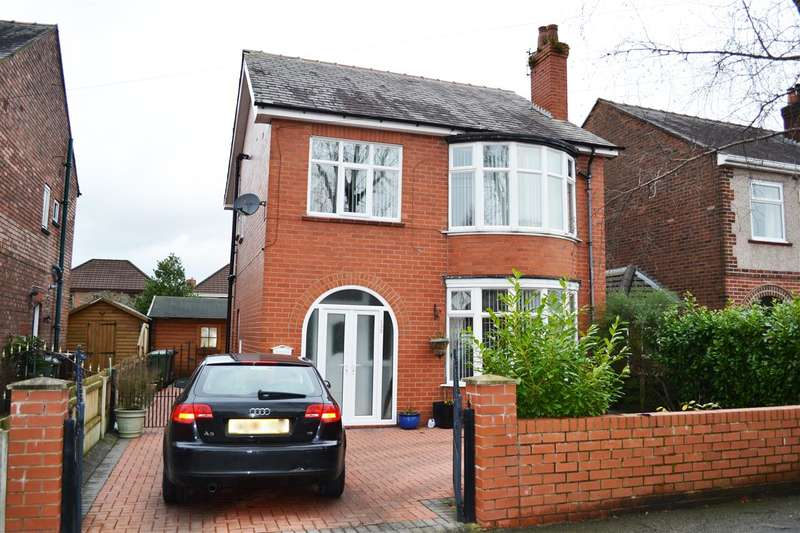 3 Bedrooms Detached House for sale in Platt Fold Road, Leigh