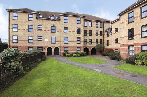 1 Bedroom Flat for sale in Latchingdon Court, Forest Road, London
