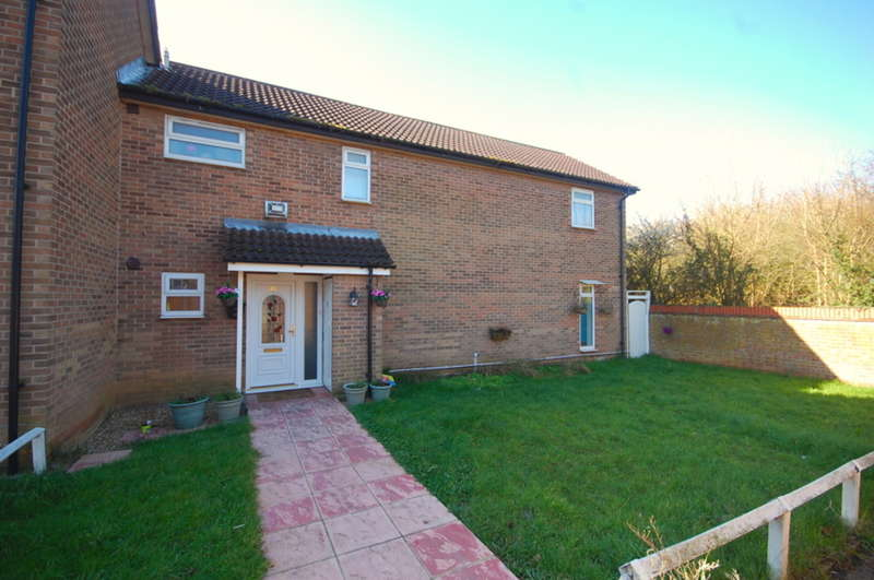 4 Bedrooms Semi Detached House for sale in Trenchard Crescent, Springfield, Chelmsford, CM1