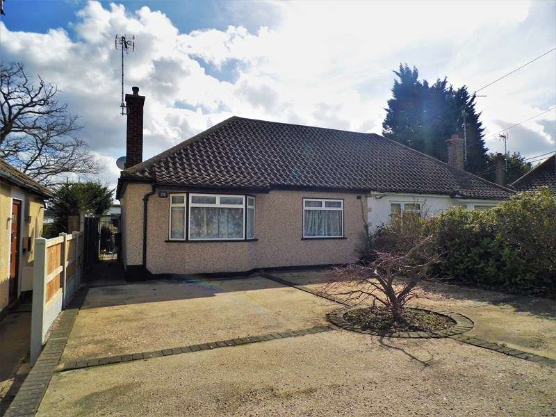2 Bedrooms Semi Detached Bungalow for sale in Brocksford Avenue, Rayleigh