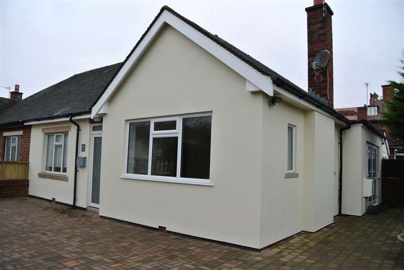 3 Bedrooms Bungalow for sale in Pembroke Road, Lytham St Annes