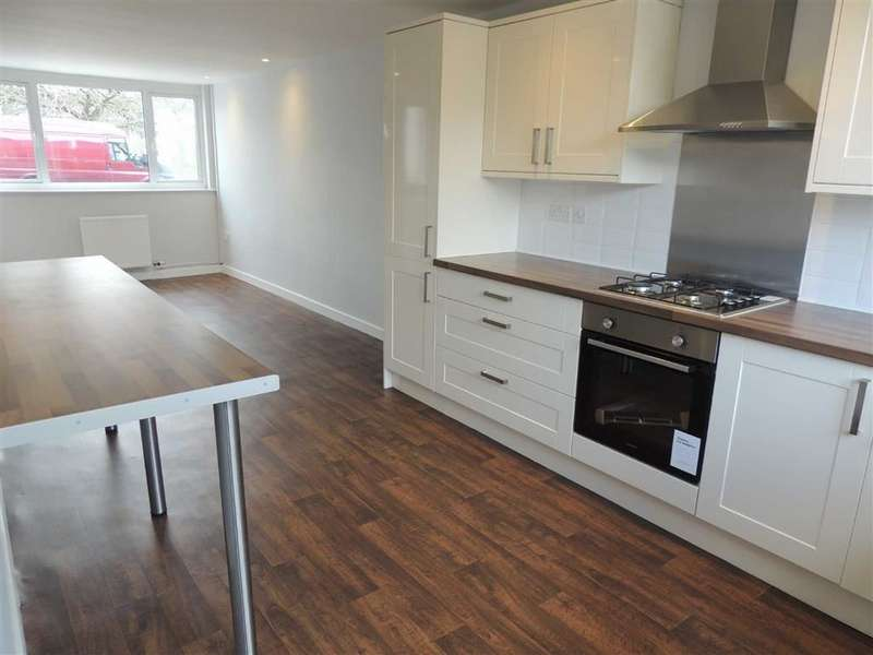 4 Bedrooms Town House for sale in Lowndes Close, Offerton, Stockport