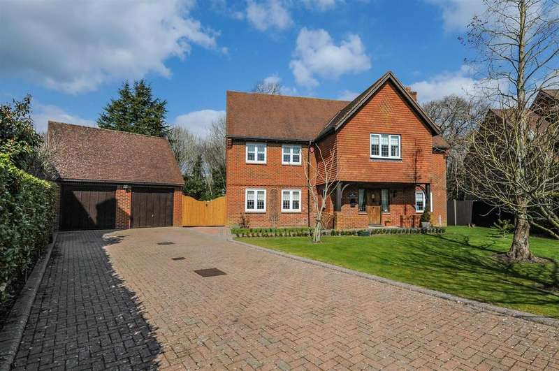 5 Bedrooms Detached House for sale in Hunters Mews, Fontwell