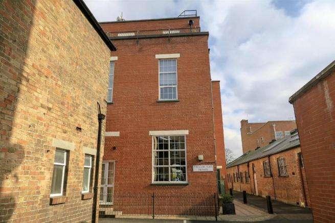 2 Bedrooms Flat for sale in Whirligig Plce, Whirligig Lane, Taunton TA1