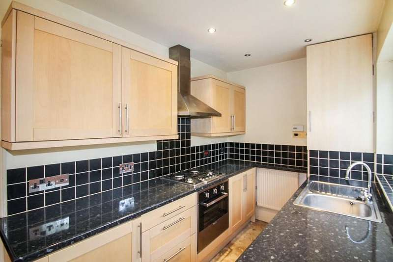 3 Bedrooms Terraced House for sale in Victoria Park Grove, Bramley, Leeds