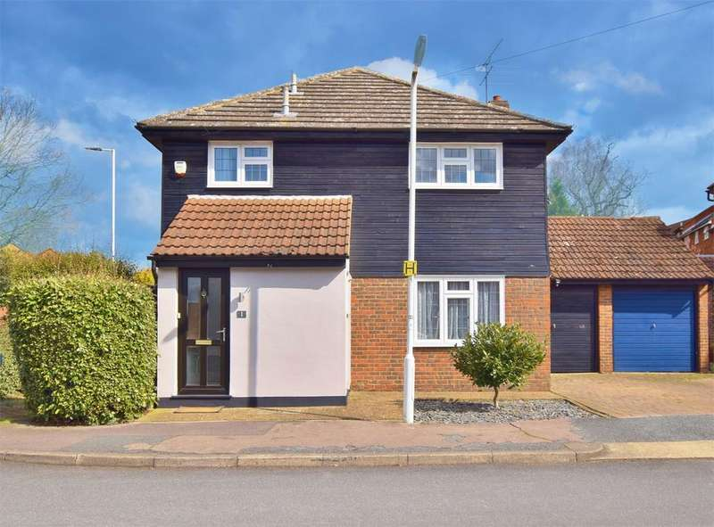 4 Bedrooms Detached House for sale in Montague Way, Billericay