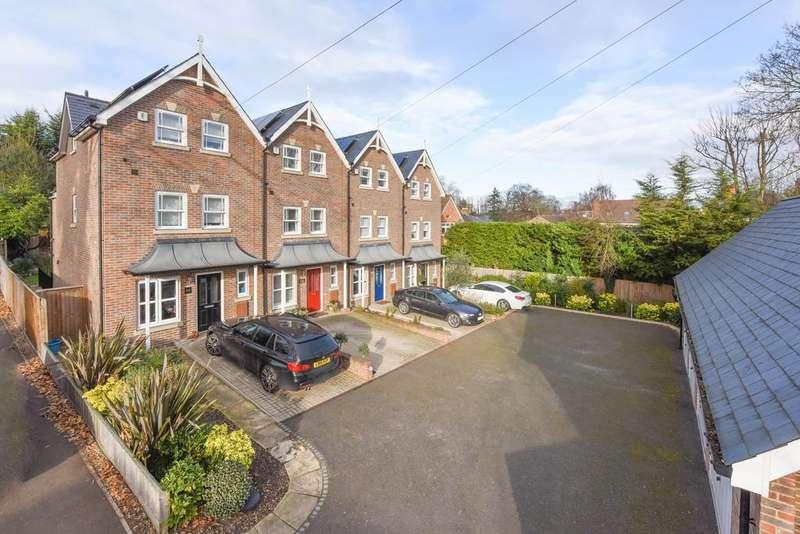 4 Bedrooms Town House for sale in Pine Grove, Weybridge KT13