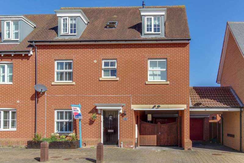 3 Bedrooms Town House for sale in Helen Ewing Place, Colchester, CO2