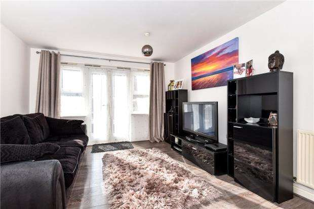 2 Bedrooms Apartment Flat for sale in Waterloo Road, Crowthorne, Berkshire