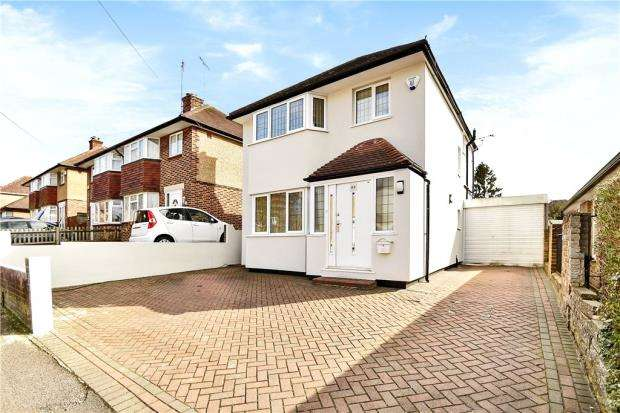 3 Bedrooms Detached House for sale in Chiltern View Road, Uxbridge, Middlesex