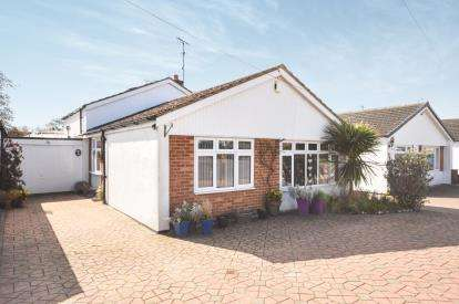 3 Bedrooms Bungalow for sale in Eastwood, Leigh On Sea, Essex