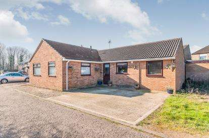 3 Bedrooms Bungalow for sale in Birchwood, Orton Goldhay, Peterborough, Cambridgeshire
