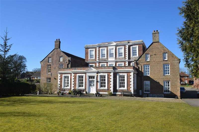3 Bedrooms Flat for sale in Hall Park Road, Hunmanby, North Yorkshire, YO14