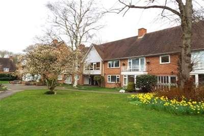 2 Bedrooms Flat for rent in Bridge End, Warwick