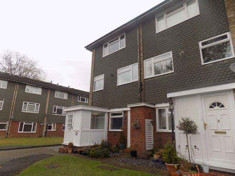 2 Bedrooms End Of Terrace House for sale in Tredenham Close, Farnborough, Hampshire
