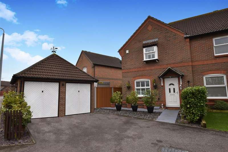3 Bedrooms Semi Detached House for sale in Langham Drive, Rayleigh