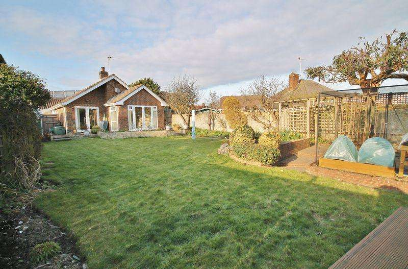 3 Bedrooms Detached Bungalow for sale in Ladydell Road, Worthing