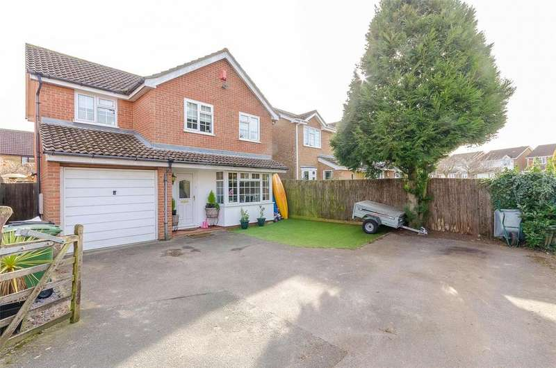 4 Bedrooms Detached House for sale in Lyle Court, Maidstone, Kent, ME16