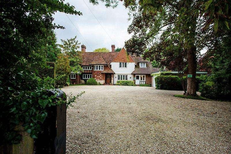 5 Bedrooms Detached House for sale in Wendover Road, Aylesbury