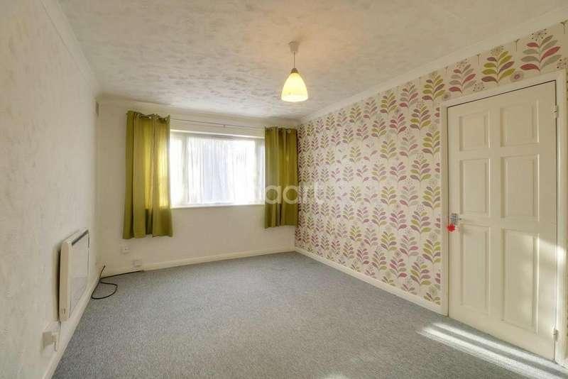 1 Bedroom Flat for sale in Garage Villas, High Street, Aveley