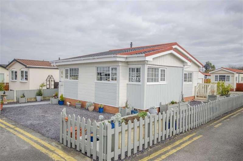 2 Bedrooms Detached Bungalow for sale in Willow Park, Mancot, Flintshire, Mancot, Flintshire