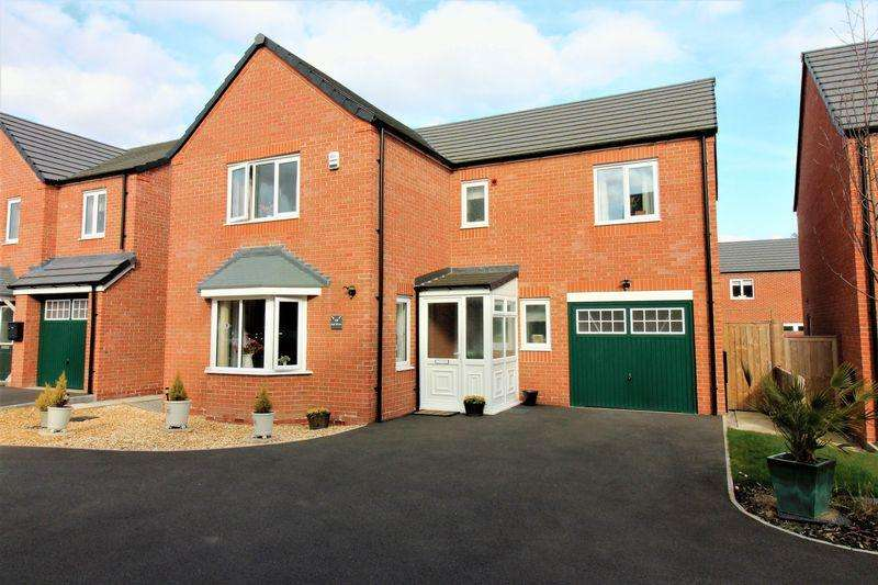 4 Bedrooms Detached House for sale in Oak Drive, Penyffordd