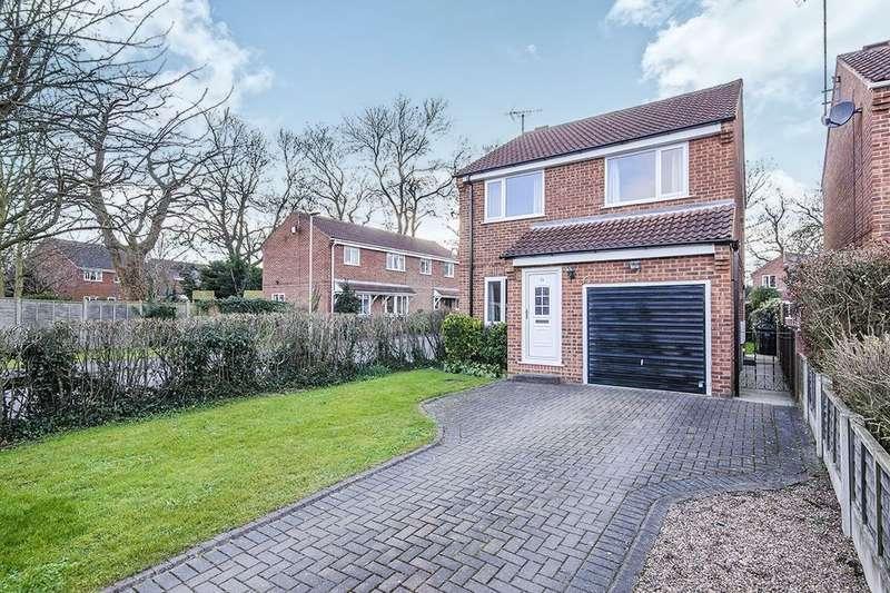 3 Bedrooms Detached House for sale in The Fairway, Sherburn In Elmet, Leeds, LS25