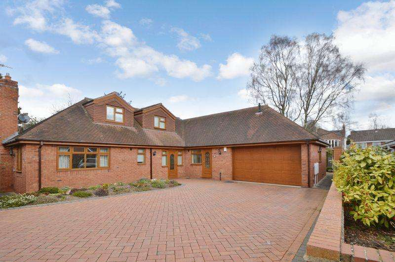 4 Bedrooms Detached Bungalow for sale in Laburnum Close, Kinver