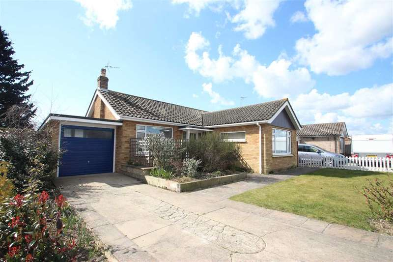 2 Bedrooms Bungalow for sale in Coopers Lane, Clacton-on-Sea