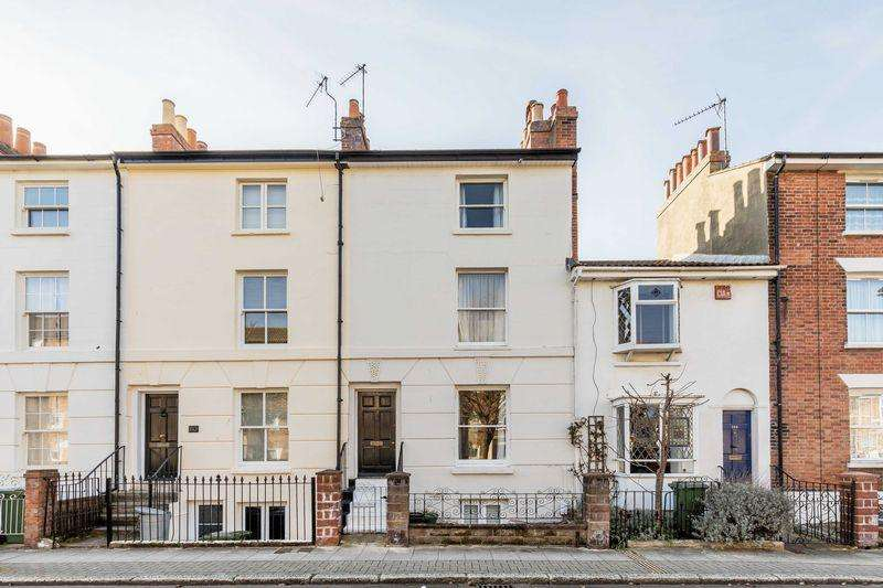 3 Bedrooms Terraced House for sale in St. James Road, Southsea