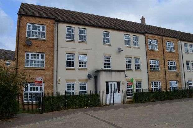 2 Bedrooms Flat for rent in Wilks Way, Grange Park, Northampton NN4 5DW