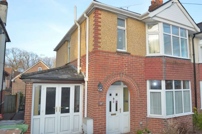 3 Bedrooms Semi Detached House for rent in Chalvington Road, Chandler's Ford