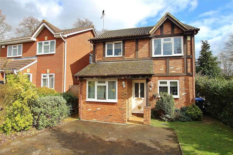 4 Bedrooms Detached House for sale in Alexandra Gardens, Knaphill, Woking, Surrey, GU21