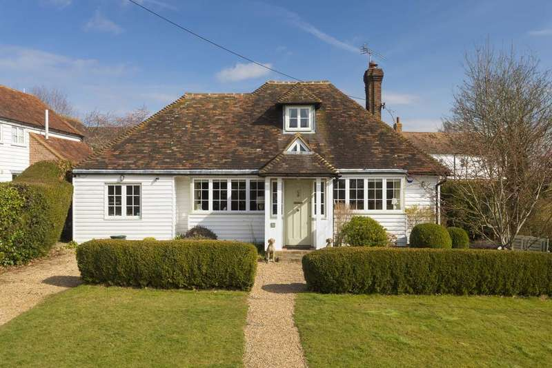4 Bedrooms Detached House for sale in Woodchurch, TN26