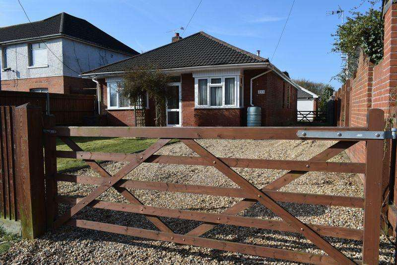 4 Bedrooms Detached Bungalow for sale in Long Lane, Southampton