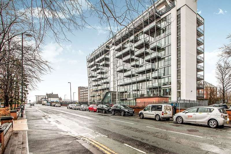 2 Bedrooms Flat for sale in Warwick Road, Old Trafford, Manchester, M16